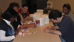 DAS members help make toon sculptures!